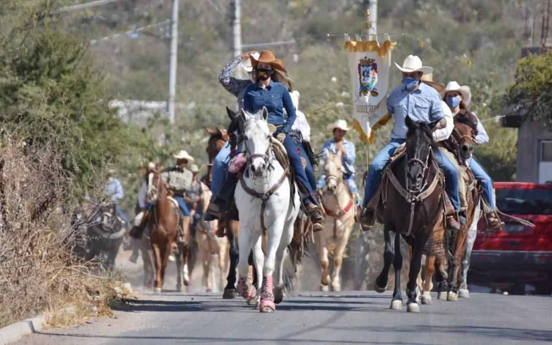 Lleva Navarro apoyo a caballo e inaugura obras