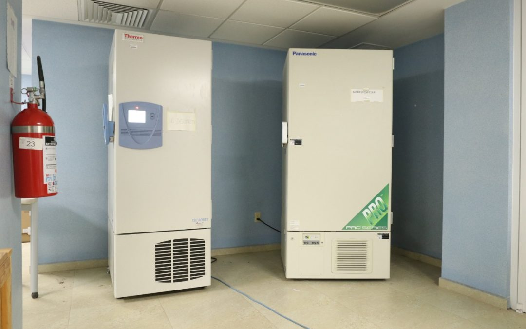 Almacenarán vacunas contra el COVID-19 en ultracongeladores de la UG
